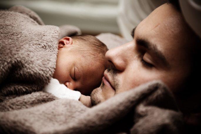 Mann mit Baby Männerbild