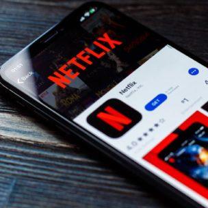 Smartphone mit Netflix App
